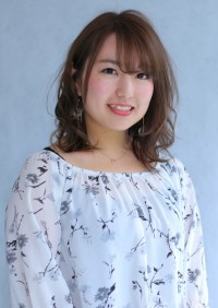小野井 綾